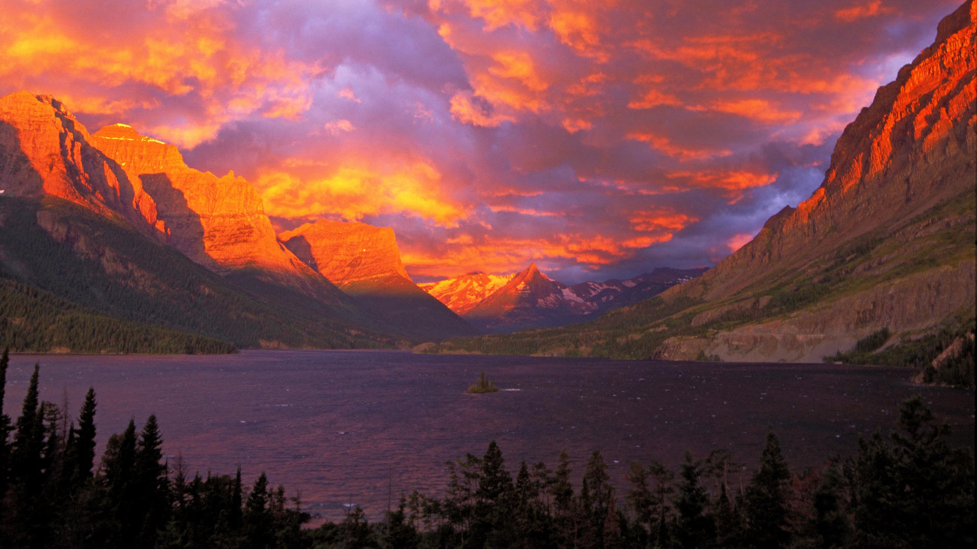 Sunrise-Over-St-Mary-Lake-Glacier-National-Park-Montana