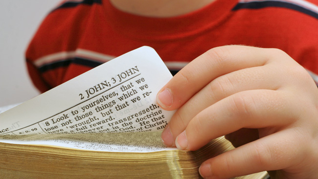563117-child-bible-school