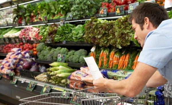 man_shopping_supermarket_dating_600x369
